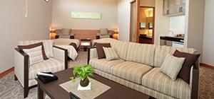 ホテルのような上質なプライベート空間。和洋風リビング・給湯スペース・トイレ・洗面室・浴室・寝室がすべてそろった控え室