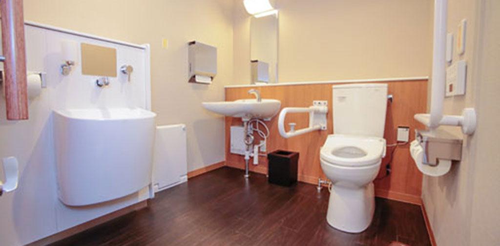 車いすの方やご高齢の方に使いやすい「みんなのトイレ」