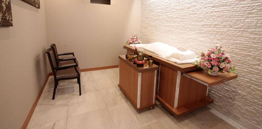 自由に対面できる個室タイプのご安置室完備。