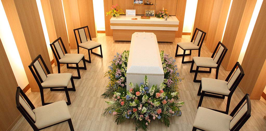 お好きなお花でお棺を囲むスタイルも人気です。