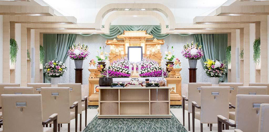 明るく爽やかな雰囲気の家族葬ホール(2階)