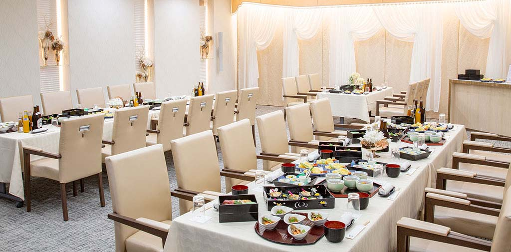華やかな雰囲気の会食所