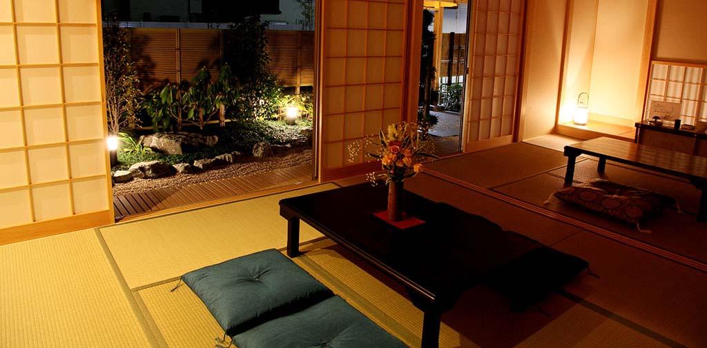 小さな日本庭園がご家族様を癒します。