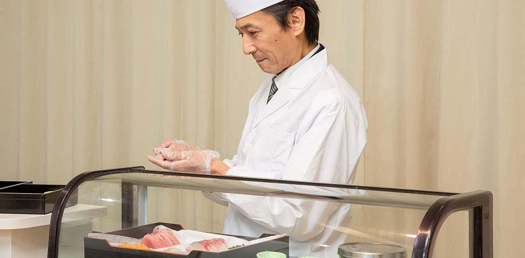 面前で握るお寿司はご会葬者様に好評です。