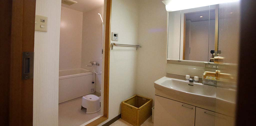 夜間のお付き添いにも安心な浴室も完備
