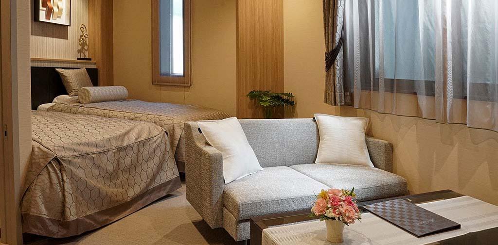 親族控室はベッドもあり、夜間のお付き添いにも安心。