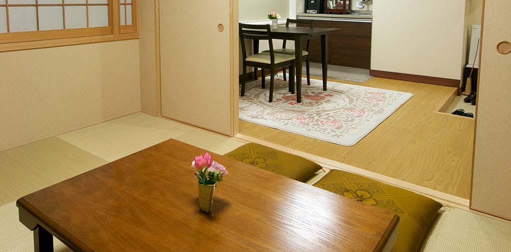 親族控室はどなたにも使いやすい和洋室。