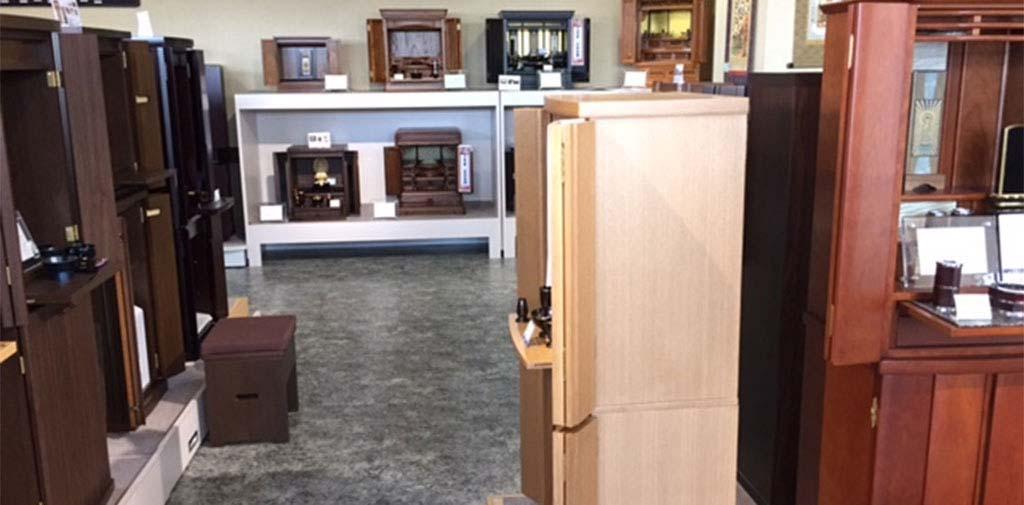 仏壇のショールームも併設しています。