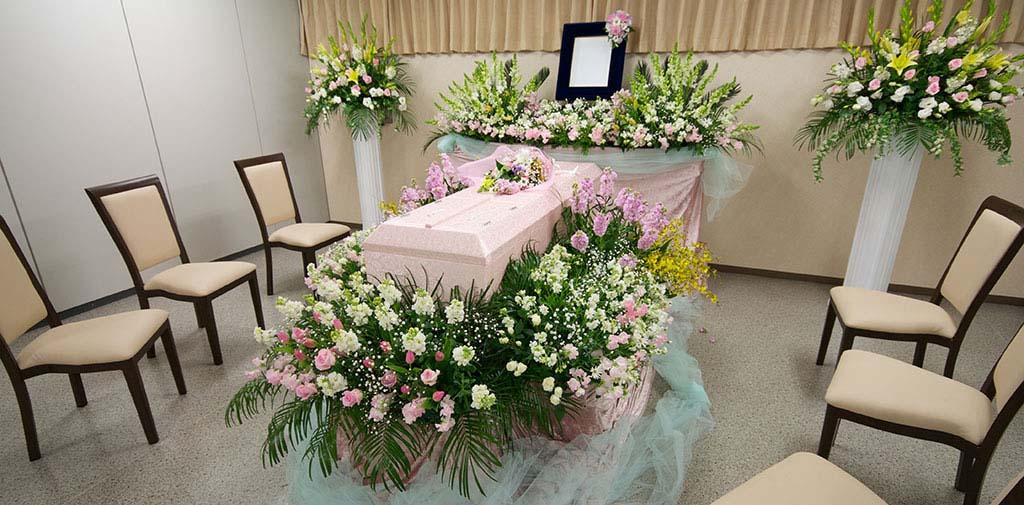 お好きなお花で囲んで送るお別れ式もお任せください。
