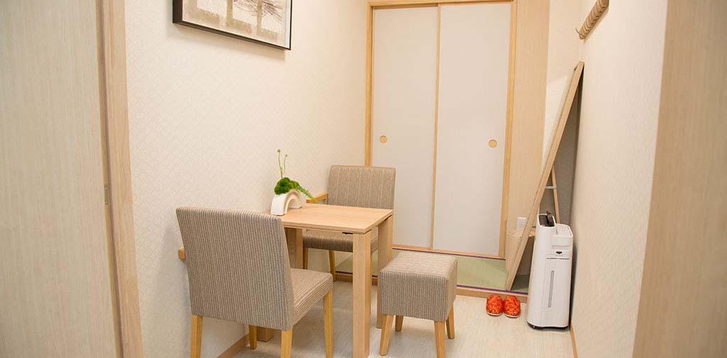 ご住職の控室も完備。お茶出しなど接待は当社スタッフが対応いたします。<br />
