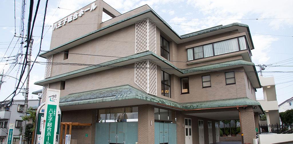 京王高尾線山田駅から徒歩1分、改札を出てすぐ左手に見えます