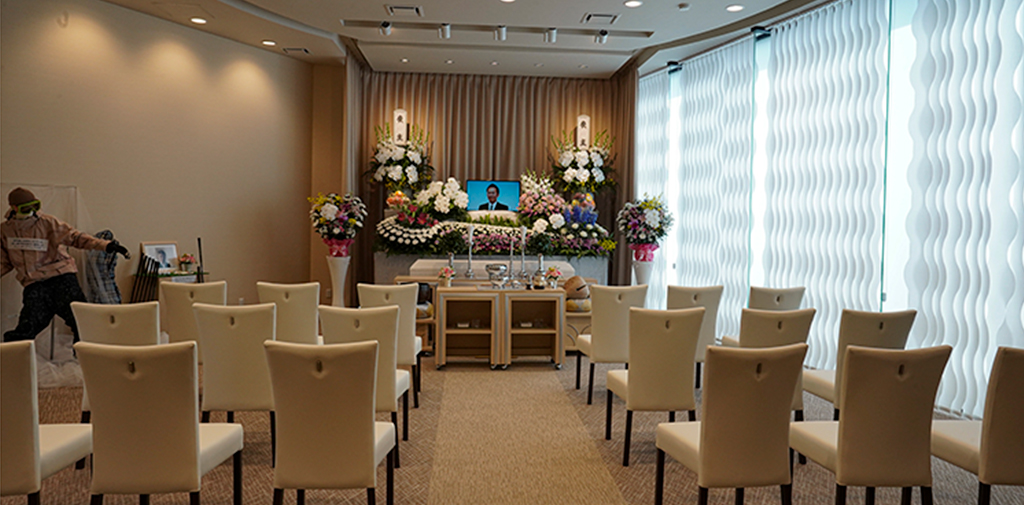 明るい雰囲気のアットホームな家族葬ホール。