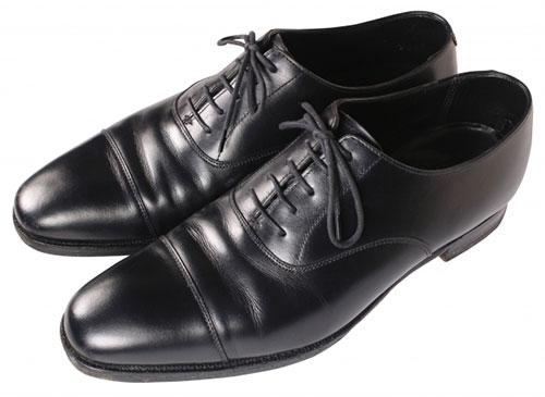 お葬式にふさわしい靴、カバン